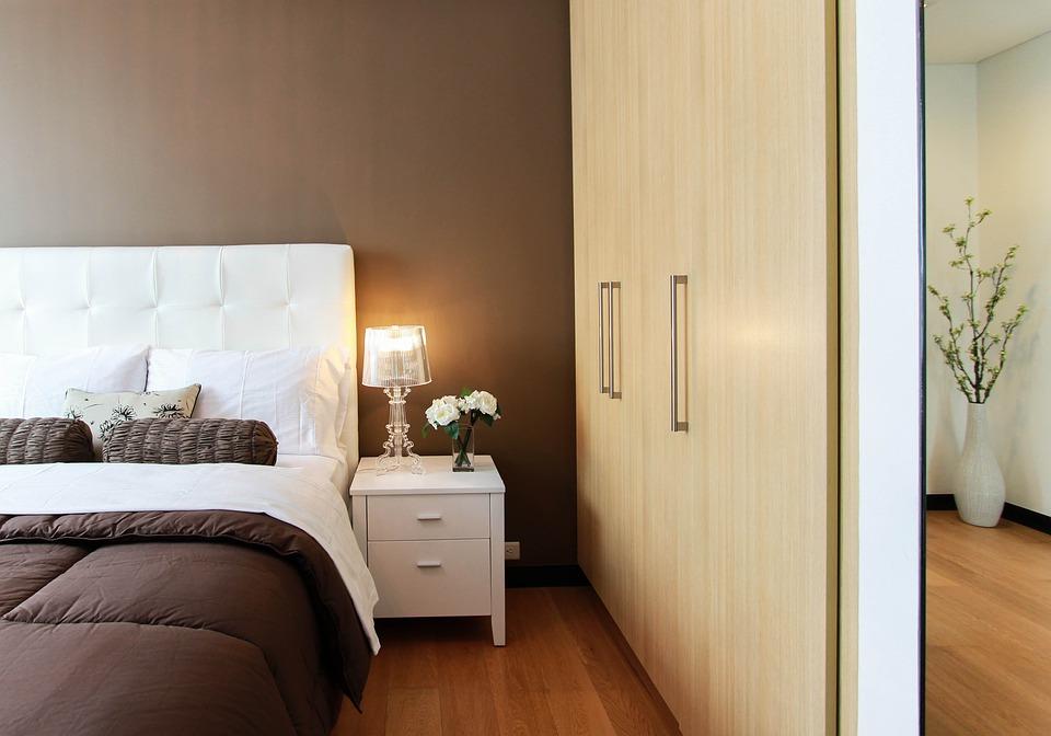 חדר, ארון בגדים, מיטה